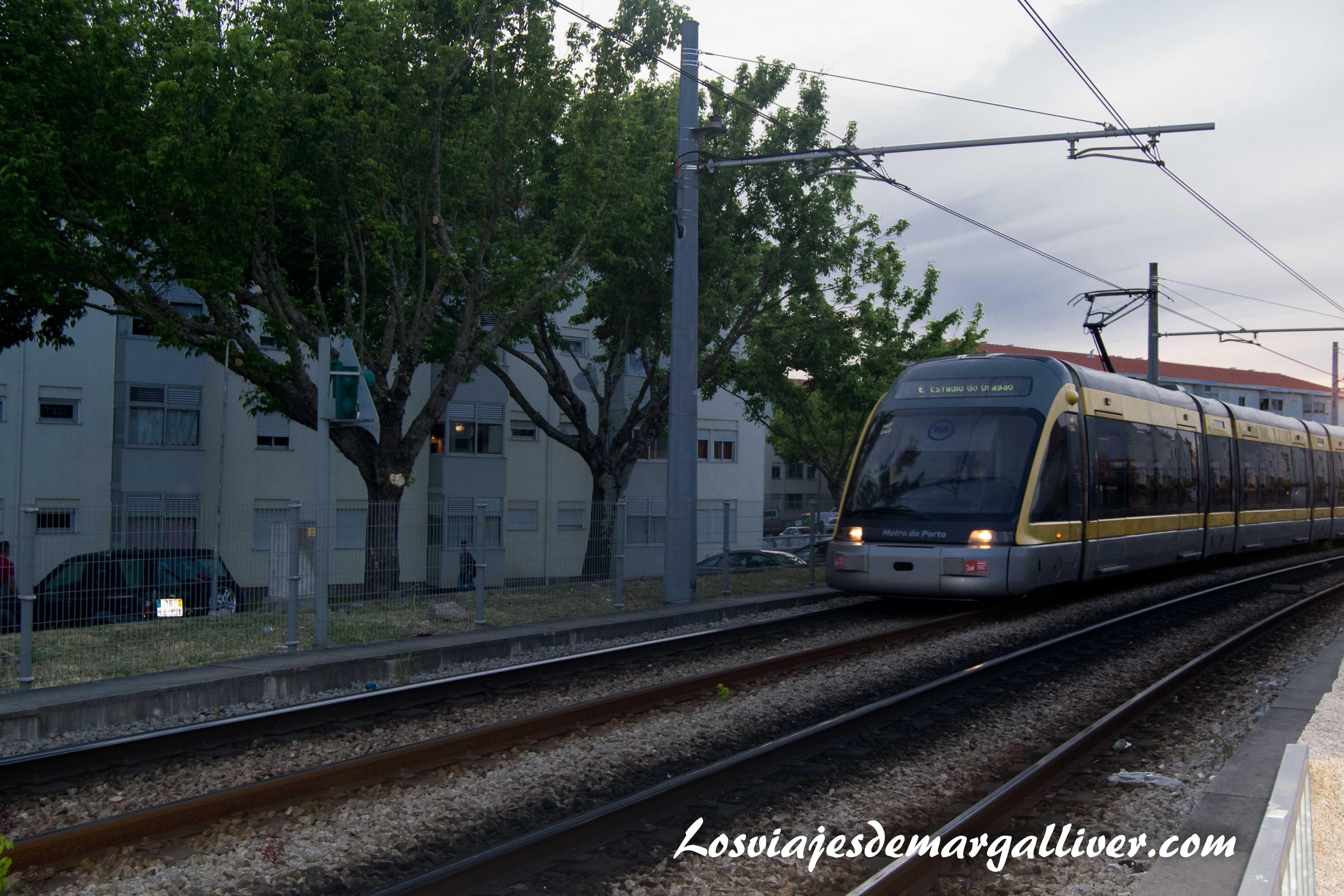 Metro de Oporto pasando por la estación de Francos - Los viajes de Margalliver